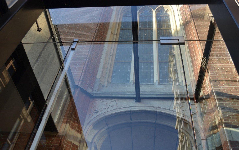 Glazen dak entreezijde achterkant Nassau Hotel