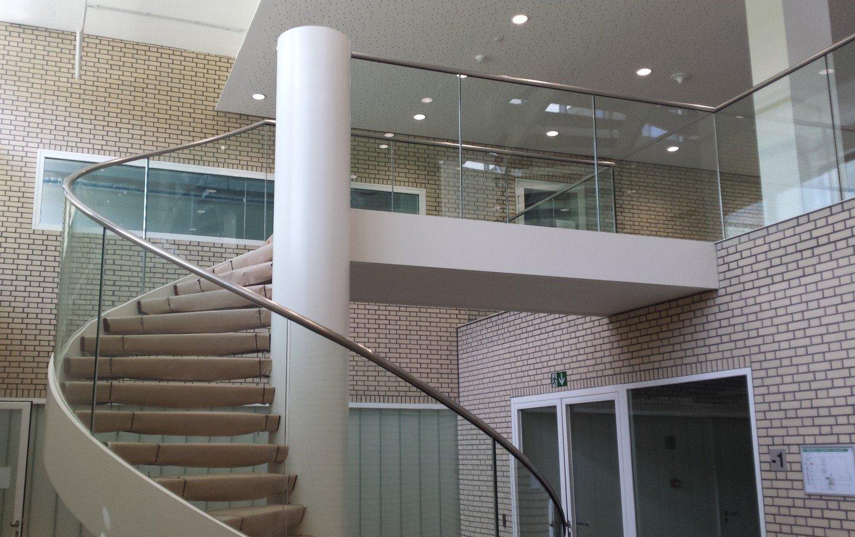 gebogen glas trapbalustrade