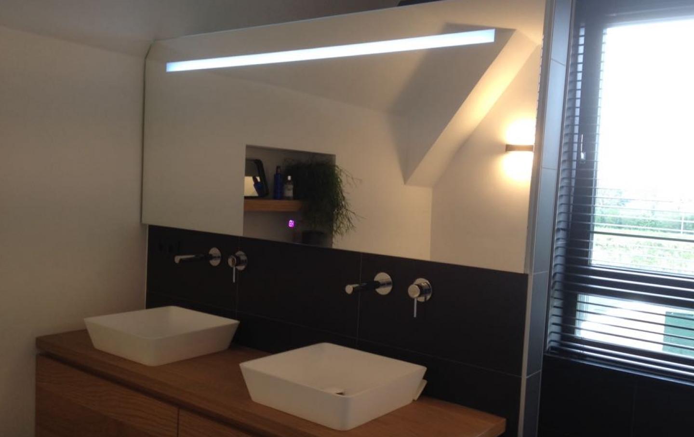 spiegel met led verlichting op maat gemaakt.