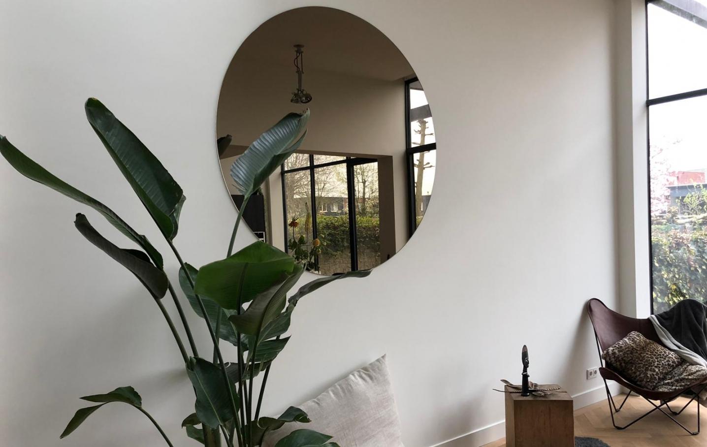 grote ronde bronzen spiegel