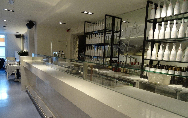 glazen vitrine restaurant